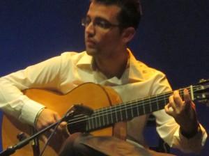 Tocar la guitarra se aprende conociendo sus claves musicales